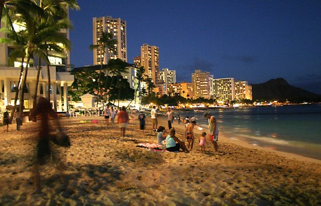 Town Side Is Honolulu The Capitol Of Hawaii This Eastbound City Bustles With Business And Pleasure All Day Everyday If You Want To Live Here
